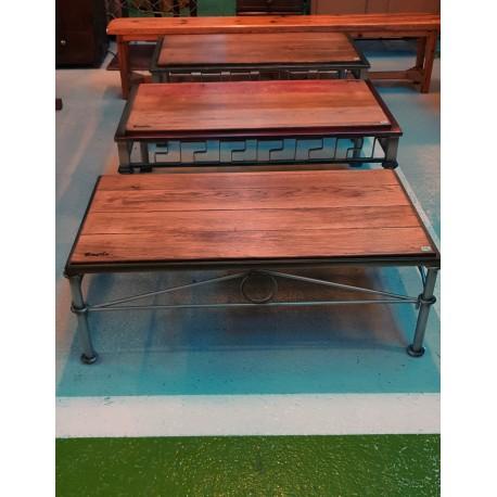Mesa de madera y forja