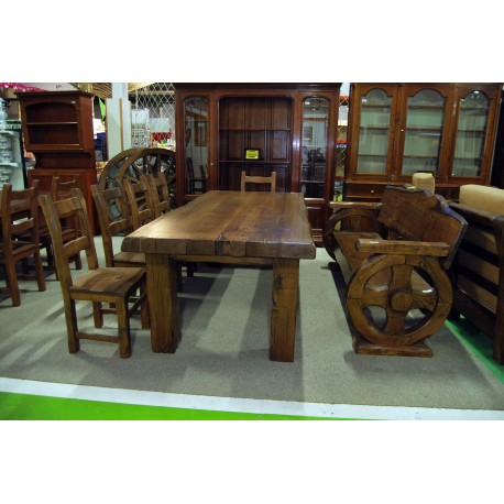 Mesa, 5 sillas y escaño comedor en castaño viejo